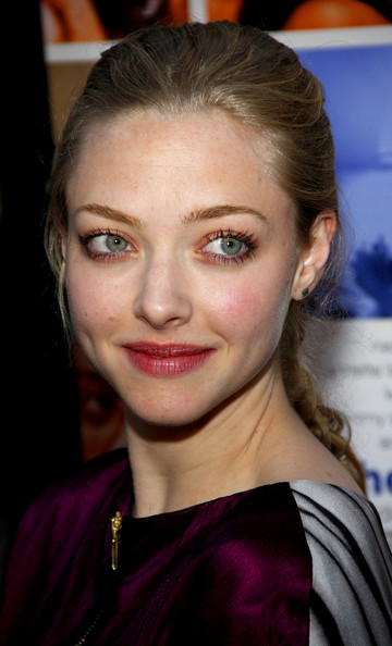 More Pics of Amanda Seyfried Leather Clutch (1 of 5) - Amanda Seyfried Lookbook - StyleBistro