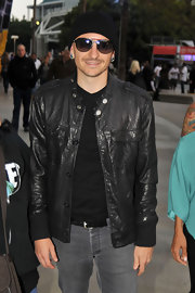 Chester Bennington was oh-so-cool in a black leather jacket and beanie during a Lakers game.