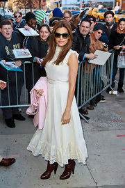 Eva Mendes looked totally-hippie chic in this prairie-style dress with a lace and ruffled neckline and hem.
