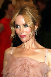 Leslie Mann completed her romantic look with  a glimmering pair of 19th century diamond pendant earrings.