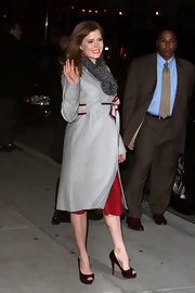 "Amy Adams poses for the photogs outside of  ""The Late Show"" studios. These brown suede peep toe pumps pick up the burgundy detials in Amy's trench coat."