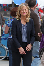 Amy Poehler paired a fun print blouse with a blazer for her 'Parks and Rec' look while on set.