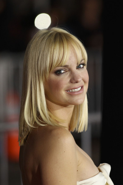 Anna Faris looks stunning in a strapless white dress as she hits the red ...