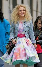 AnnaSophia Robb wore an '80s classic while filming 'The Carrie Diaries' when she wore this floral denim jacket.