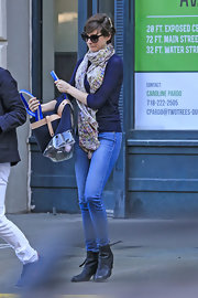Anne Hathaway added a touch of color to her daytime look with this colorful patterned scarf.