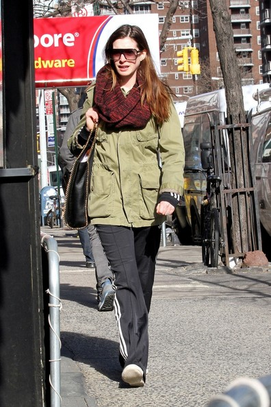 More Pics of Anne Hathaway Canvas Shoes (1 of 13) - Anne Hathaway Lookbook - StyleBistro