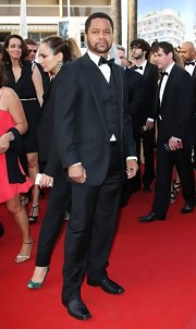 Nothing says class and style like a three piece tuxedo. Cuba Gooding Jr. looked both of those things in this look.