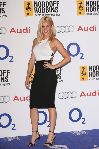 Ashley Roberts Clothes