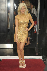 Ashley Roberts' chain-embellished sandals added a mildly edgy feel to her look.