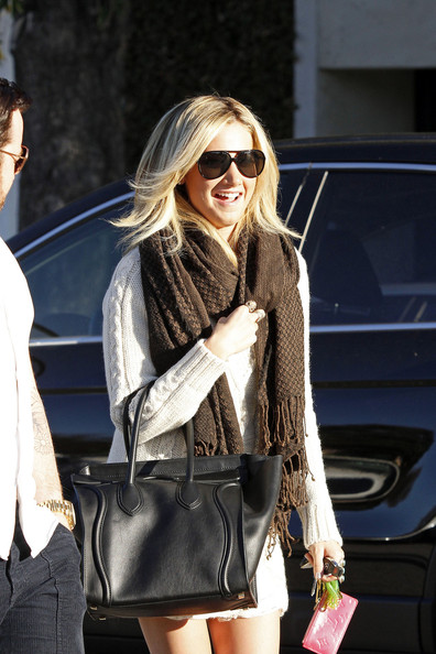 Ashley Tisdale Knit Scarf