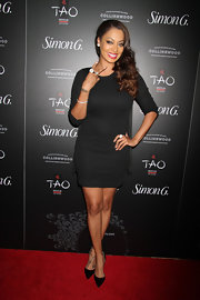 La La Anthony kept it classic with black pointy pumps teamed with an LBD at the Simon G. Soiree.