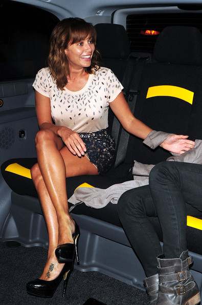 Natalie Imbruglia wore killer black platform pumps with her mini skirt and tee during a dinner date at Nobu.