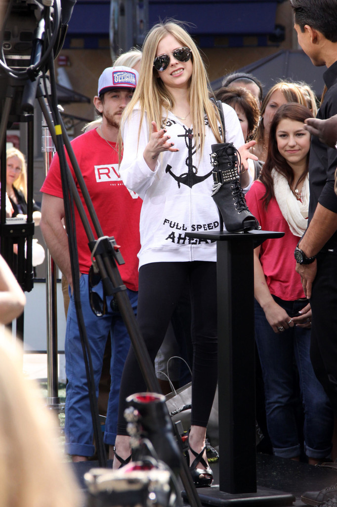 More Pics Of Avril Lavigne Leggings (5 Of 10)