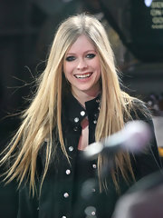 Avril Lavigne wore her lengthy locks super sleek and straight for an appearance on 'Good Morning America.'