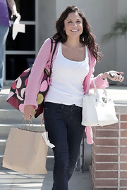 Bethenny Frankel paired her casual jeans with a white tote bag.