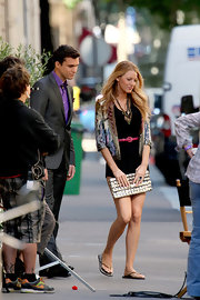 While filming a scene from the 'Gossip Girls' Blake Lively was spotted with a gold metallic envelope clutch.