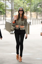 Louise Roe dined out in Sydney in black figure hugging skinny jeans.