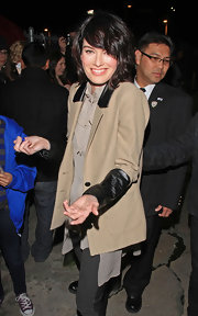 Lena Headey looked so fashionable in her menswear-inspired ensemble, topped off with a two-tone blazer.