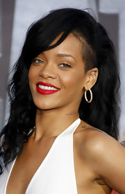 Rihanna kept her makeup look simple for the 'Battleship' premiere in LA and added drama with classic red lipstick.