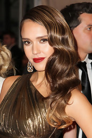Jessica Alba added a pop of femme fatale red to her pout for the Met Gala.