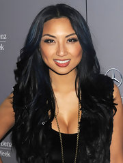 Jeannie Mai wore her long beachy waves in a boho-chic center part when she attended the Charlotte Ronson fashion show.