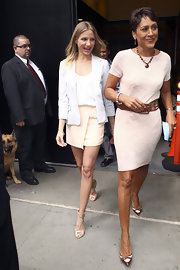 Robin Roberts wore a pair of two-tone pointy pumps with her pale pink dress.
