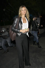 Cameron Diaz contrasted her all black attire with a woven brown purse.