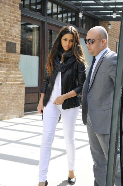 More Pics of Camila Alves Wool Scarf (1 of 12) - Wool Scarf Lookbook - StyleBistro