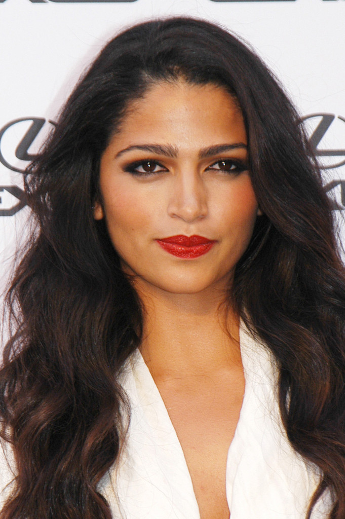 Camila Alves paired her juicy red pout with a smoky eye that exaggerated the stars sex