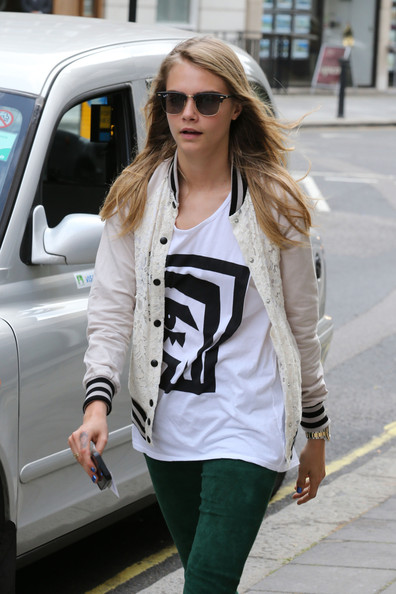 More Pics of Cara Delevingne Skinny Pants (1 of 12) - Cara Delevingne Lookbook - StyleBistro