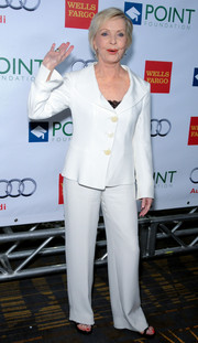 Florence Henderson chose a simple white pantsuit for the Voices on Point musical gala.