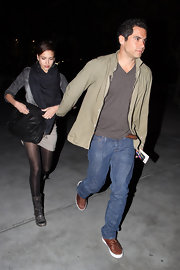 "Jessica sped by the paps carrying the ""PS1"" black leather messenger bag."