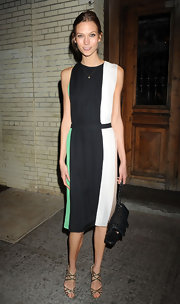 Karlie Kloss elevated a simple color-block dress with a timeless black quilted Chanel bag.
