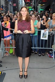 Jennifer's knee-length skirt had just the right amount of luster to make her truly shine.