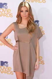 Amber Lancaster showed off her long curls while hitting the MTV Movie Awards.