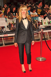 Edith Bowman hit the red carpet at the 'Avengers' premiere wearing a glitzy gold pair of cap toes pumps.