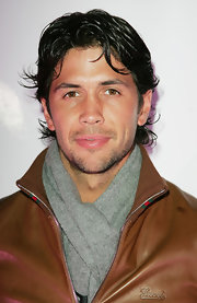 Fernando Verdasco bundles up with a cozy gray scarf, the perfect layering piece to a cognac leather jacket.