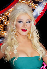 Christina Aguilera showed off her long blond curls while attending the premiere of 'Burlesque'. She completed her voluminous look with a smoky eye and hot red lips.