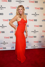 Sara Blakely showed off her curves with this vibrant red gown.
