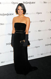 Olivia Munn carried a luxe black velvet clutch to the Metropolitan Opera Gala.