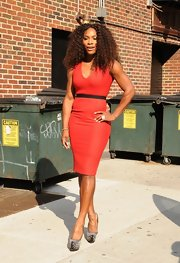 Serena Williams looked smoking hot in this rich red V-neck sheath dress on 'Letterman.'