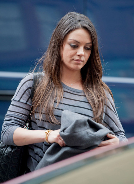 More Pics of Mila Kunis Knit Top (1 of 6) - Mila Kunis Lookbook - StyleBistro