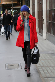 Fearne Cotton was fall-weather chic in a bright red coat and cobalt blue knit hat. She topped off the look with platform sandals.