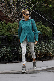 Sarah Jessica Parker chose a pair of printed skinny jeans for her look while out in NYC.