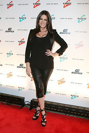 Khloe hit the red carpet sporting a sparkling pair of cropped leggings which shopped off her fierce Gucci Sandals.