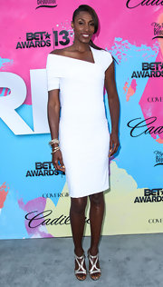 Lisa Leslie donned a cool and clean white dress with an asymmetrical neckline while at the Pre-BET Awards Celebration Dinner.