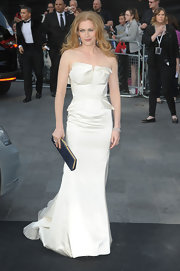 Mireille Enos looked breathtaking at the 'World War Z' premiere in a bride-worthy strapless gown.