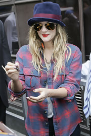 Drew Barrymore stopped to sign autographs while showing off her reflective aviator shades.