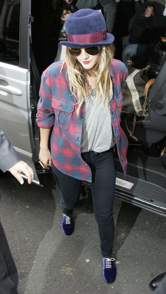 More Pics of Drew Barrymore Aviator Sunglasses (4 of 5) - Drew Barrymore Lookbook - StyleBistro