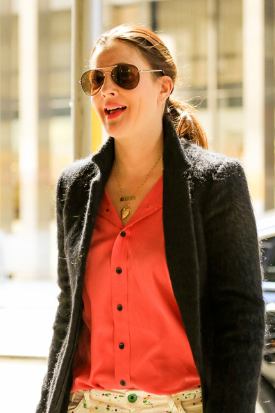 More Pics of Drew Barrymore Aviator Sunglasses (3 of 31) - Drew Barrymore Lookbook - StyleBistro